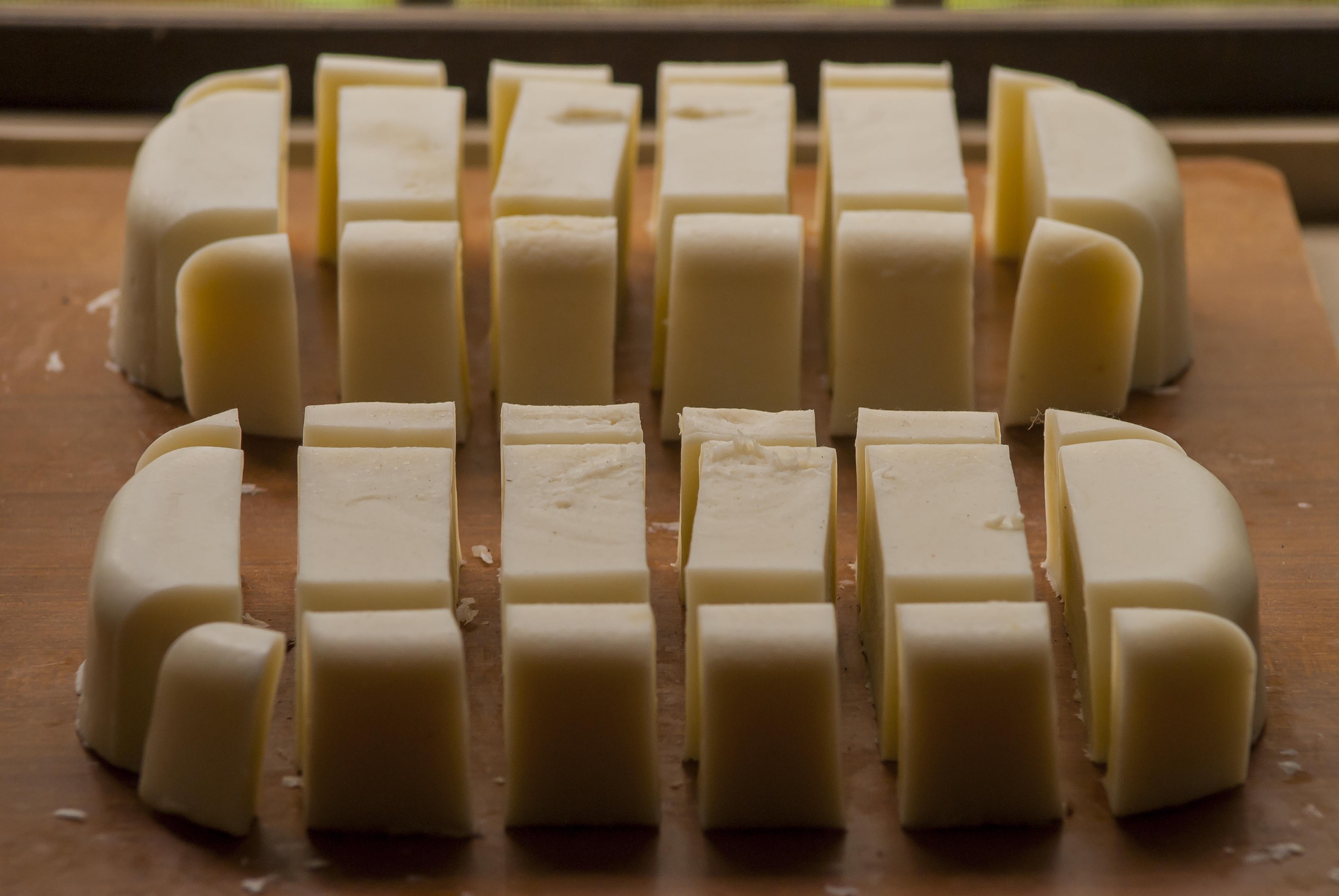 Le 2 pezze di sapone prodotte con la ricetta di Angelo